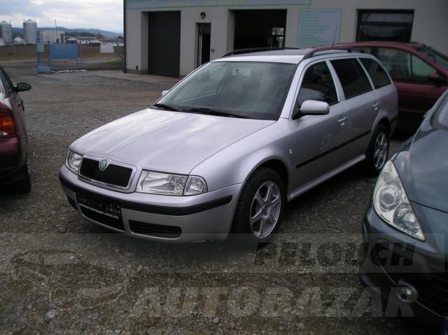 Auta Pelouch U tří křížů - Škoda Octavia Kombi 1.6