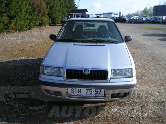 Auta Pelouch U tří křížů - Škoda Felicia 1.3