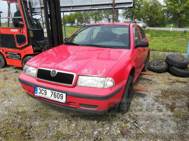 Auta Pelouch U tří křížů - Škoda Octavia 1.6